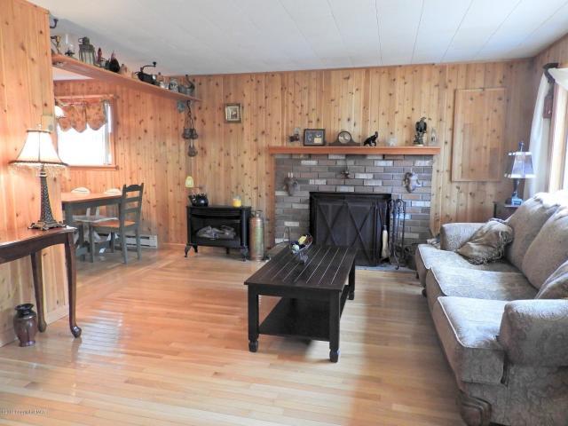 Depuy Dr livingroom