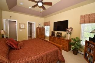 11 Master Bedroom (2)