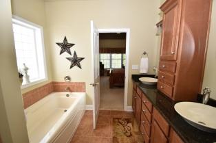 12 Master Bathroom (6)