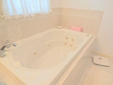 9 Master Bathroom (1)