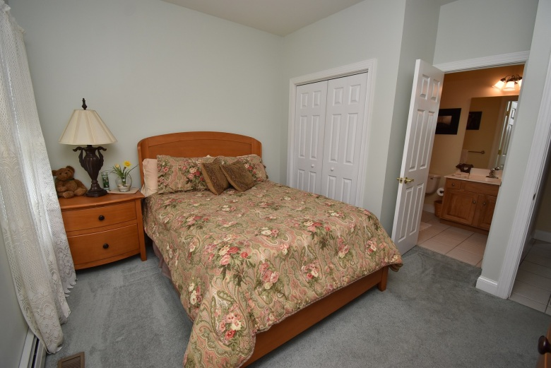 6 5th Bedroom (2)