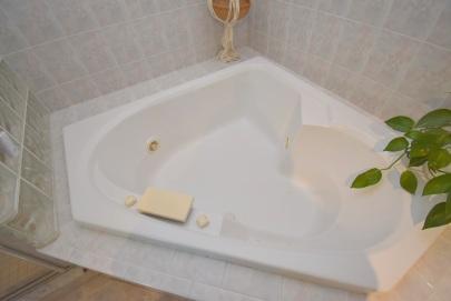 8 Master Bath (6)