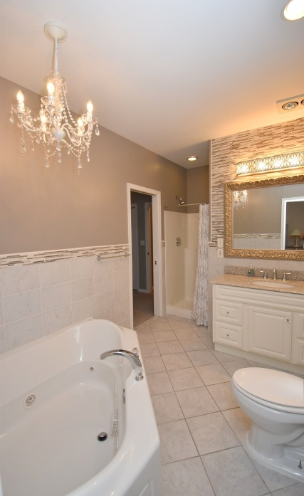 17 Master Bathroom (1)