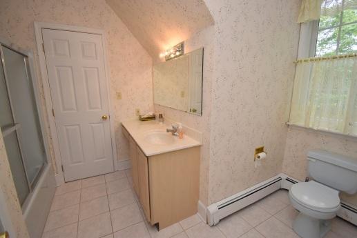 16 Bathroom (1)